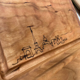 "Brotzeitbrett ""Skyline"" aus Holz"